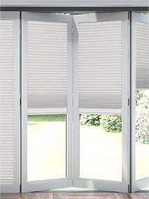 blinds for bifold doors Diy Blinds, Curtains With Blinds, Blinds For Windows, Windows And Doors, White Wall Bedroom, White Walls, Living Room Blinds, Living Room Decor, Dining Room