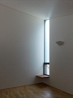 ベッドルーム事例:梅ヶ丘の家 寝室 窓(梅が丘の家)