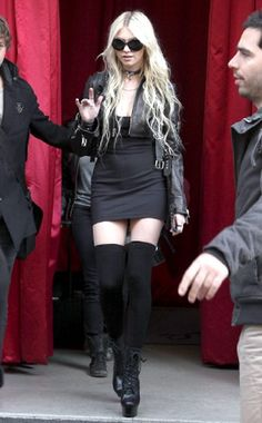 Taylor Momsen ✾ of The Pretty Reckless Taylor Momsen Style, Taylor Michel Momsen, Punk Rock, Taylor Momson, Nylons, Jenny Humphrey, Gossip Girl Fashion, Gossip Girls, Rocker Chick