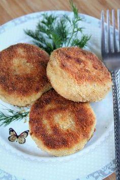 Cudowne, mięciutkie kotleciki z mięsa pozostałego po gotowaniu rosołu - mogą być wykorzystane jak krokiety, do barszczu, lub podane samodzie...