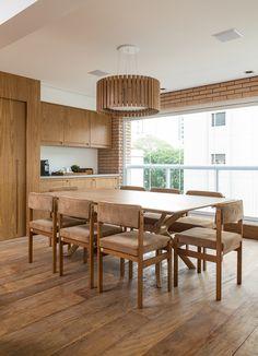 Detalhes lindos na escolha do mobiliário e marcenaria.