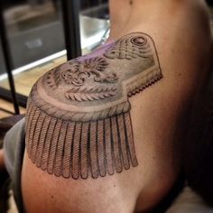 15 Fancy Epaulette Tattoos For Your Shoulders