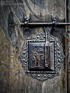 Picture of the lock on the door of Nuremberg Castle, Germany Nuremberg Castle, Nuremberg Germany, Castle Doors, Make A Door, Europe Holidays, Unique Doors, Door Accessories, Key To My Heart, Door Knockers