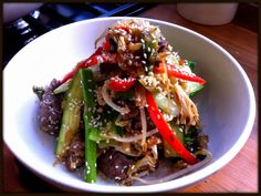 STIR FRIED BEEF WITH GINGER ,CHILLI, GREENS & NEEDLE MUSHROOMS