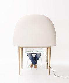SALAS DE TRANSCRIPCIÓN fuerón creadas para una exposición en el Museo de Arte y Diseño de Copenhague en septiembre de 2009, es desde Enero 2011 en la producción con Ligne Roset. La idea detrás de reescritura comenzó como un estudio del escritorio y, especialmente, una atmósfera y el sentimiento que creemos es necesaria incluso en el medio de una comunicación aceleración y la tecnología.