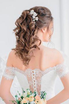 Timeless Wedding Hairstyles For Medium Length Hair ❤ See more: http://www.weddingforward.com/wedding-hairstyles-medium-hair/ #weddings #PromHairstylesMedium