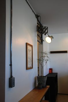 shop design hiro Track Lighting, Ceiling Lights, Hair, Shopping, Furniture, Design, Home Decor, Drawing Rooms, Decoration Home