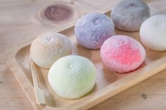 In this video you can learn how to make mochi without rice flour. This mochi recipe is really easy to make and it is so sweet and yummy:) Th. Japanese Sweets, Japanese Food, Japanese Dishes, Desserts Japonais, Cute Food, Yummy Food, Matcha Tee, Mochi Ice Cream, Asian Desserts