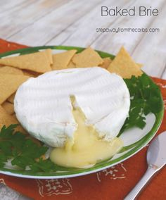 Baked Brie - an easy low carb and keto dish to serve as an appetizer or lunch Low Carb Appetizers, Low Carb Desserts, Appetizer Recipes, Low Carb Recipes, Sugar Free Diet, Keto Friendly Desserts, Baked Brie, Low Carb Lunch, Chicken Wing Recipes