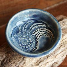 love this nautilus pottery design!