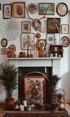 Beautiful Eclectic frames make for a totally beautiful fireplace. Hippy homes make us so happy.  The post  Eclectic frames make for a totally beautiful fireplace. Hippy homes make us so ..