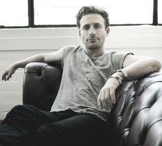 Dean O'Gorman Why is he so attractive and why do I love his voice so much?!