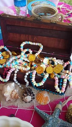 Treasure Chest with Sea Sand, Shells, Jewels, Gold Chocolate Coins & Candy Necklaces Mehr Barbie Birthday, Barbie Party, Pirate Birthday, Mermaid Birthday, 6th Birthday Parties, 1st Birthday Girls, Birthday Ideas, Mermaid Barbie, Cards