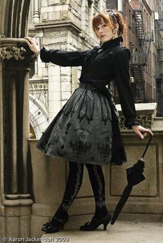 Good coord. Girl, eh. Pose, eh. But the skirt. <3 Blouse. <3