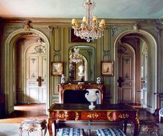 """Elsie de Wolfe, from """"Rooms"""" by Derry Moore, Carl Skoggard, Joseph Holtzman… Elsie De Wolfe, Classic Interior, French Interior, Beautiful Interiors, Beautiful Homes, My Living Room, Living Spaces, Old World Style, Interior Decorating"""
