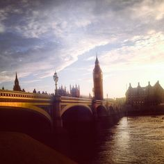 Happy Friday #London!!! Time for some #Westminster glory. By @fulyaerkurr  #Padgram