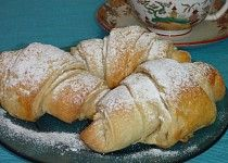 Jednoduché máslové croissanty Bread Recipes, Baking Recipes, Czech Recipes, Bread Rolls, Croissant, Mexican Food Recipes, Nutella, Baked Goods, French Toast
