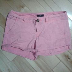 Coral American Eagle shorts Coral American Eagle shorts size 4 mid rise, stretchy, and in New condition. Trying to clean out my closet :) American Eagle  Shorts Cargos