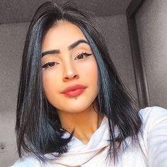 Queen of icons Medium Hair Cuts, Medium Hair Styles, Short Hair Styles, Spiderbite Piercings, Lip Piercing Stud, Lower Lip Piercing, Monroe Piercings, Labret Piercing, Hair Color Streaks