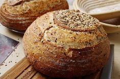 Недавно нашла в книжке Джеффри Хамельмана очень интересный хлеб с большим количеством семечек, я редко пеку с семечками, поэтому стало любопытно. Ребята, такой хлеб получился! Во-первых, невероятно вкусный, во-вторых, невероятно красивый и, в общем-то, несложный. Если все правильно сделать с закваской/опарой и температурой брожения, этот хлеб раскрывается прекрасными пшеничными ароматами, плюс семечки добавляют очень вкусных ноток, в общем, не хлеб, а праздник! Для него надо замачивать л...