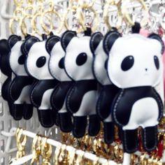 #llaveros #panda #H&M #moda #fashion #Barcelona #keychain #pandas #oso #bear #design #store #tienda https://www.instagram.com/p/-EMXbGMf6f/?taken-by=carmentanaka