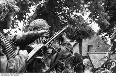 Fallschirmjägers armed with MG 42, from 6. Fallschirmjägerregiment. This Regiment were subordinated to 17. SS-Panzergrenadier Division 'Götz von Berlichingen' around Carentan. This photo was shot in Caen, Normandy, France. 21 June 1944.