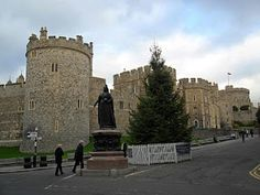 Windsor Castle to see HMQ