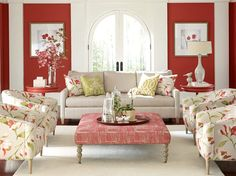 Floral feminine living room - Decoist