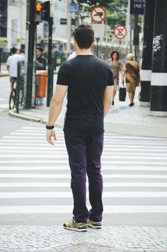 T-shirt: Urban Outfitters/ Calça: H&M/ Tênis: Religion/ Óculos: Persol/ Relógio: Bulova