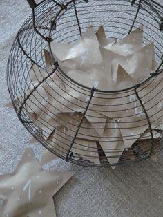 Adventskalender gefüllte Sterne aus Papier - Tolle Idee!