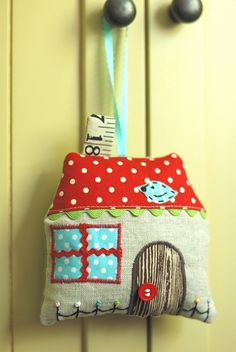 Cute little house stuffy!  From crafter retromama.  Check out her blog at retro-mama.blogspot.com.