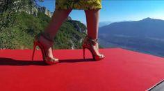 Base jumpers in Roberto Cavalli on http://on.dailym.net/1e3xHp8 - Spectaculaire video met base jumpers in Roberto Cavalli is opgenomen door Noah Banhson met GoPro camera's en vanaf de Italiaanse berg Monte Brento.   Base jumpers in Roberto Cavalli Roberta Mancino model en base jumper heeft wel een hele spectaculaire manier gevonden om een high fashion c... - http://cdn.dailym.net/mag/wp-content/uploads/2014/03/High-fashion-base-jumpers-1-1024x576.png