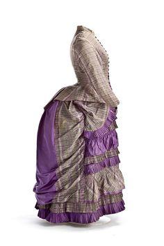 El polisón es un armazón que, atado a la cintura, daba volumen a la parte de atrás de la silueta femenina.