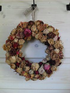 Romantický veniec zo sušených ruží …