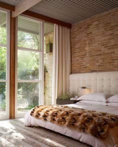 headboard that extends behind nighstands // Stephen Karlisch - desire to inspire - desiretoinspire