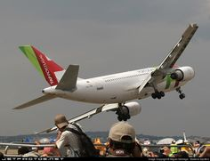 This TAP Portugal Airbus pilot took this lady right to the edge during a 2007 air show Aviation Image, Civil Aviation, Airbus A310, Aviation Humor, A330, Commercial Aircraft, Big Bird, Concorde, Air Show