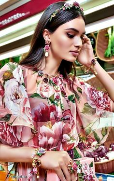 "Dolce & Gabbana FW 2018-19 Women's Collection ""A Blossoming Garden "" #DGWomen"