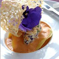 Raviole de gambas, quenelle de légumes au fromage