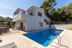 Casa Nuestra · Renovated Villa with pool, 7 min walk to beach - Houses for Rent in Sa Riera