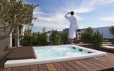 The the rooftop Jacuzzi at Deck 7, Porto Bay Liberdade