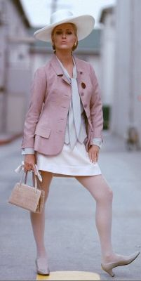 Faye Dunaway looks particularly stylish in The Thomas Crown Affair For all things Classic Hollywood, visit my website! Faye Dunaway, Steve Mcqueen, 1960s Fashion, Vintage Fashion, Film Fashion, Fashion Photo, Thomas Crown Affair, Vintage Outfits, Vintage Wardrobe