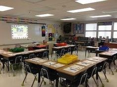 I love the desk arrangement in this classroom. Open group concept. Student desks are in groups, but all face the smart/white/chalk | | http://desklayoutideas.blogspot.com