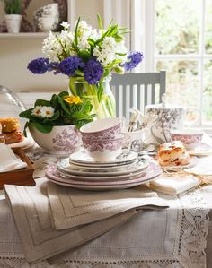 Set your dining table with beautifully drawn pictorial china in monotone colourways for a decorative spring look