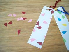 Kleinkinder basteln Lesezeichen - Fantasiewerk Bookmarks, Kindergarten, Crafts For Kids, Triangle, Cool Stuff, Books, Crafting, Ideas, Marque Page