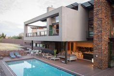Необычный фасад дома в современном стиле с террасой