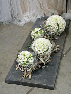 Bildergebnis für florystyka funeralna aranżacja - My site Arrangements Funéraires, Purple Flower Arrangements, Funeral Arrangements, Home Flowers, Real Flowers, Silk Flowers, Deco Floral, Arte Floral, Floral Design