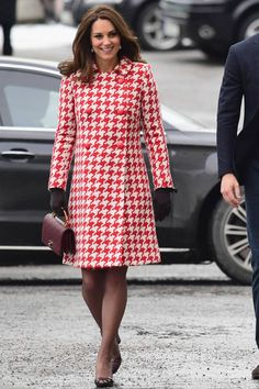 [b]The Occasion:[/b] A mental health meeting at the Karolinska Institutet in Stockholm [b]The Outfit:[/b] Catherine Walker houndstooth coat [b]The Buzz:[/b] An unusually (but very welcome!) bold look from the Duchess. Kate Middleton Dress, Kate Middleton Prince William, Kate Middleton Style, Prince William And Kate, William Kate, Princess Katherine, Princess Diana, Royal Princess, Herzogin Von Cambridge