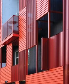 Corrugated Metal Panels Create Dramatic Facade in West Hollywood Cladding Materials, Metal Cladding, Metal Siding, Metal Roof, Steel Roofing, Design Café, Facade Design, House Design, Building Exterior