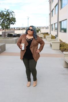 Otoño en California: Ante y Verde Militar Moda en tallas grandes, plus size outfits, suede and military green, suede jacket, fall fashion, plus size fashion