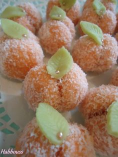 As salam aleikoum, a very simple recipe but particularly appreciated! This apricot-shaped cake, it Christmas Candy Crafts, Christmas Cookies, Biscuits, Cake Factory, Traditional Cakes, Pause Café, Eid, Muffin, Food And Drink